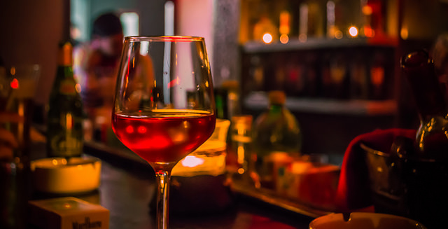 Sip Fine Wines Along With Mediterranean Fare at En Boca Details